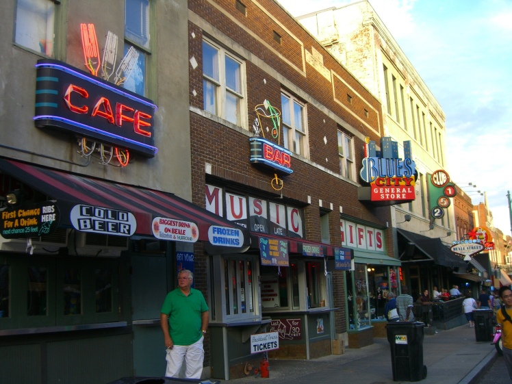 Beale Street in Memphis is the place to go for blues, jazz & rock'n roll