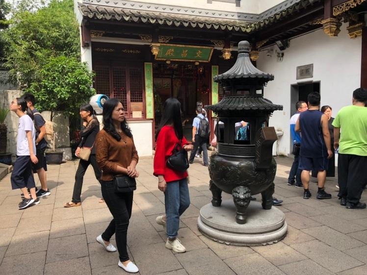 CityGodTemple_InnerYard_Shanghai