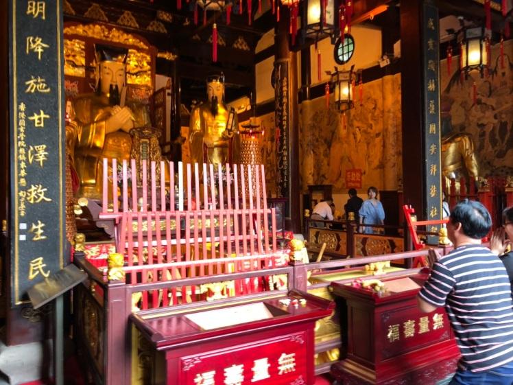 CityGodTemple_worship_Shanghai